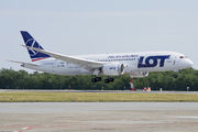 Rare visit of LOT 787 to Budapest title=