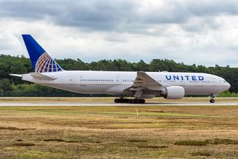 N777UA - United Airlines Boeing 777-200ER