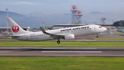 JA349J - JAL - Japan Airlines Boeing 737-800