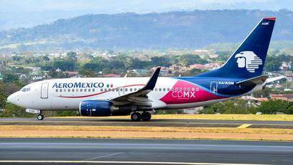XA-AGM - Aeromexico Boeing 737-700