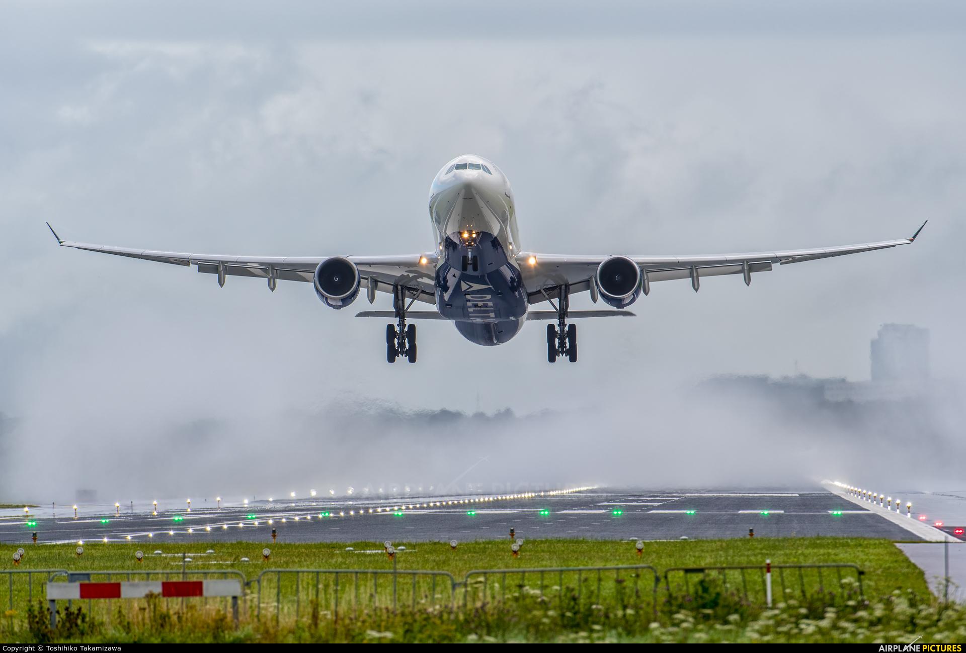 Delta Air Lines N807NW aircraft at Amsterdam - Schiphol