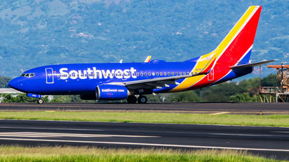N7833A - Southwest Airlines Boeing 737-700