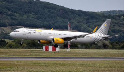 EC-MPV - Vueling Airlines Airbus A321