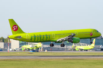 VQ-BQK - S7 Airlines Airbus A321