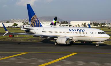 N13750 - United Airlines Boeing 737-700