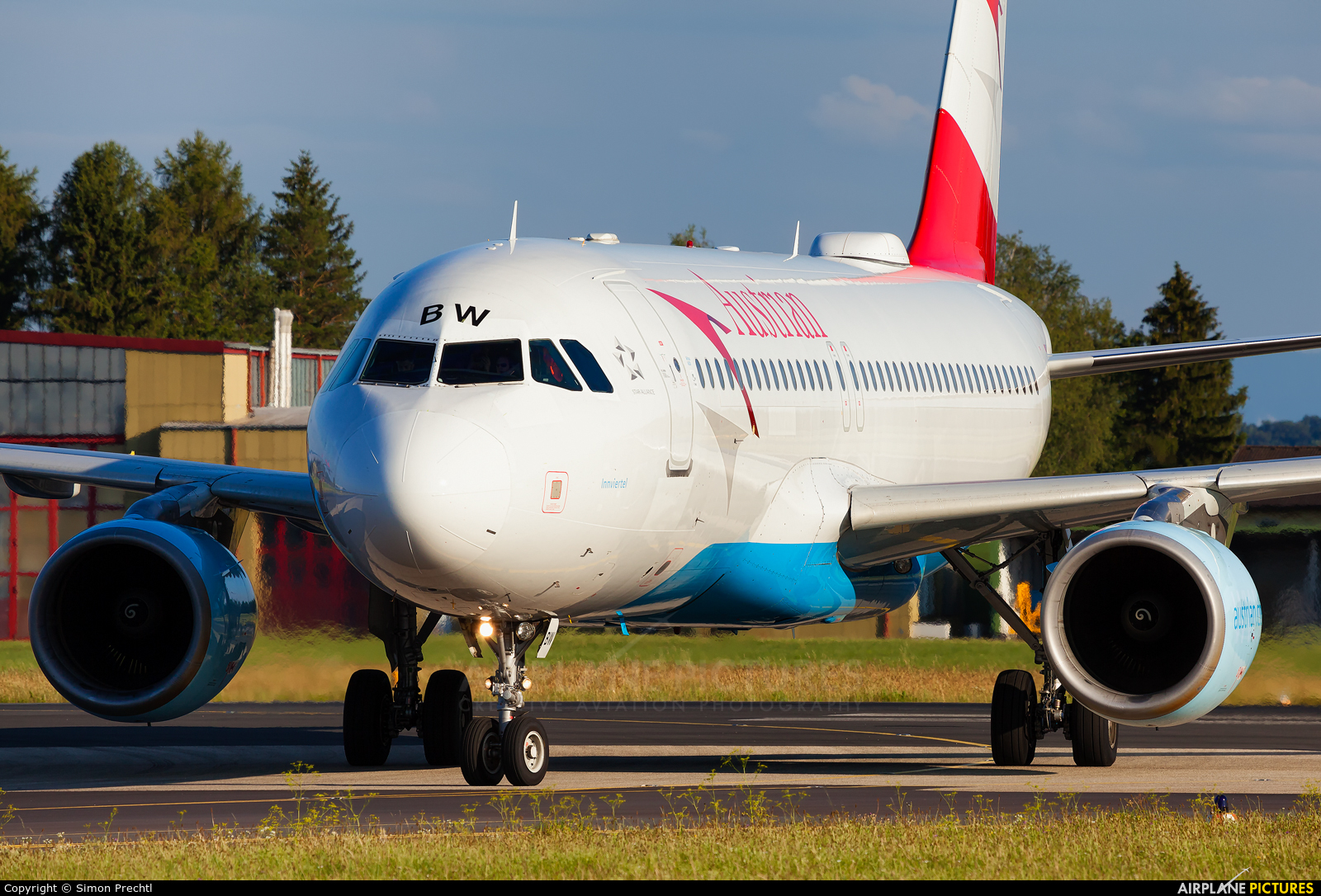 Austrian Airlines/Arrows/Tyrolean OE-LBW aircraft at Linz