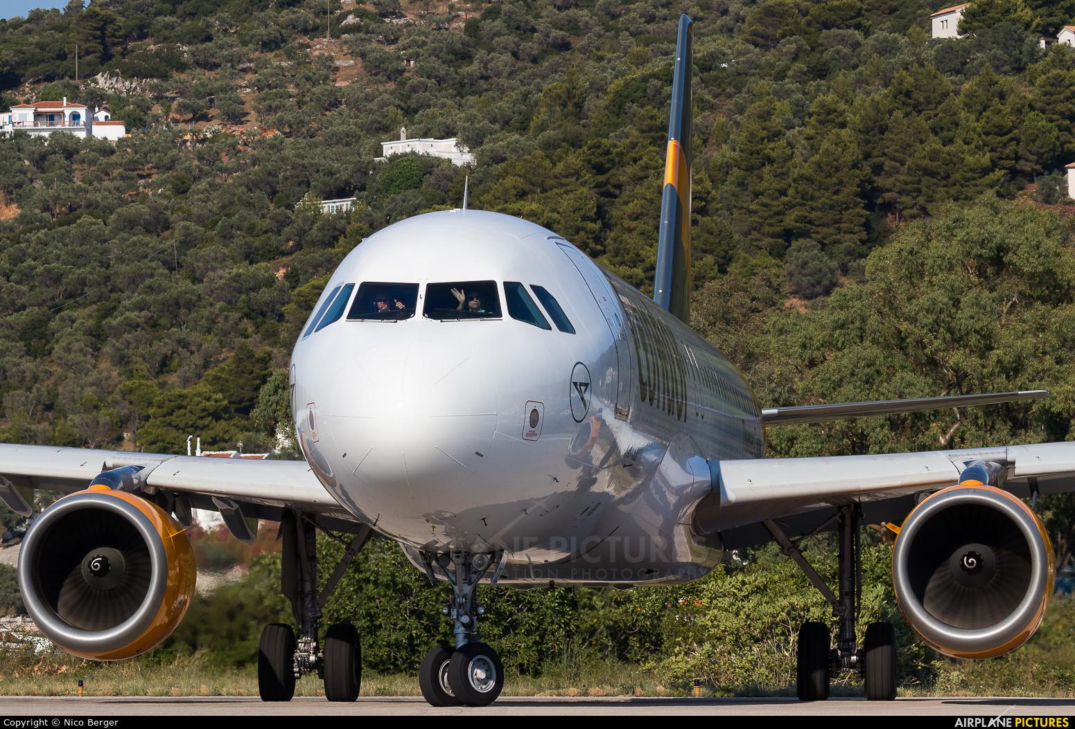 Condor D-AICE aircraft at Skiathos