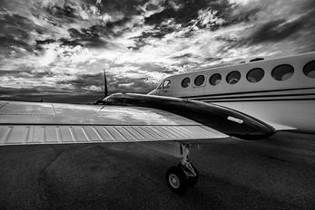 N404SA - Private Beechcraft 300 King Air 350