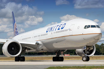 N59034 - United Airlines Boeing 777-300ER
