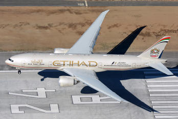 A6-LRE - Etihad Airways Boeing 777-200LR