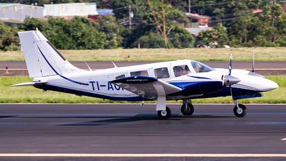 TI-AOP - Private Piper PA-34 Seneca