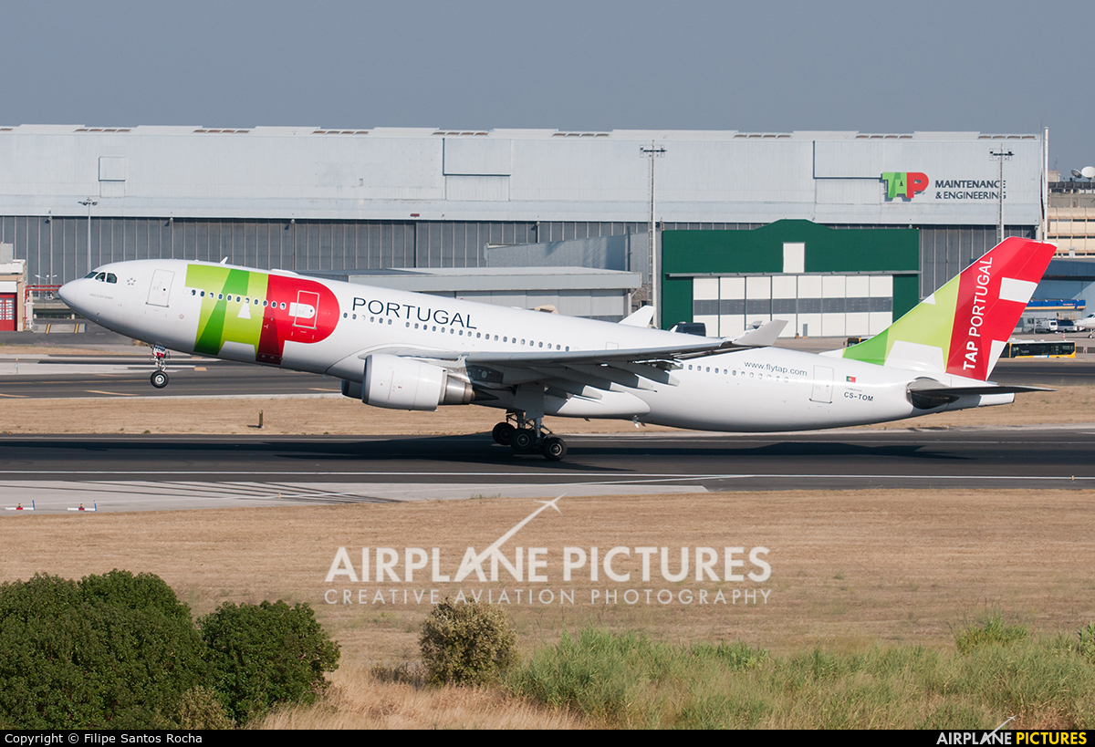 TAP Portugal CS-TOM aircraft at Lisbon