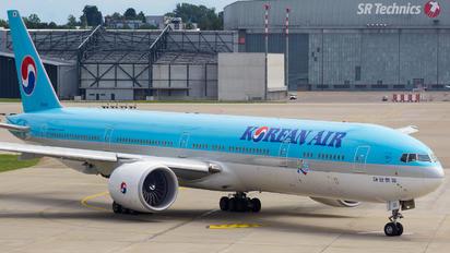 HL8011 - Korean Air Boeing 777-300ER