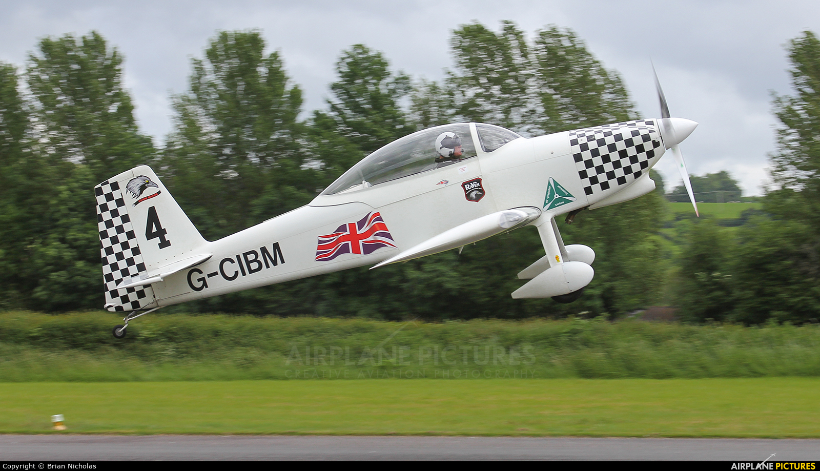 Team Raven G-CIBM aircraft at Welshpool