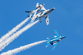 06-5790 - Japan - ASDF: Blue Impulse Kawasaki T-4