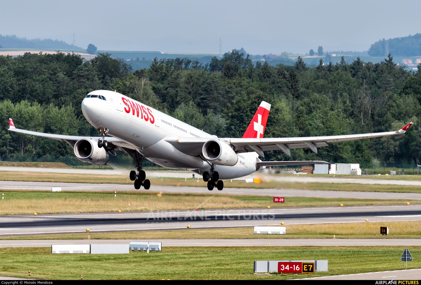 Swiss HB-JHH aircraft at Zurich