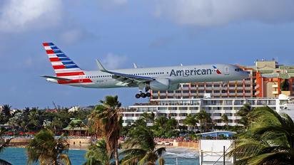 N936UW - American Airlines Boeing 757-200
