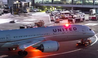 N38995 - United Airlines Boeing 787-9 Dreamliner