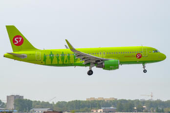 VP-BOJ - S7 Airlines Airbus A320