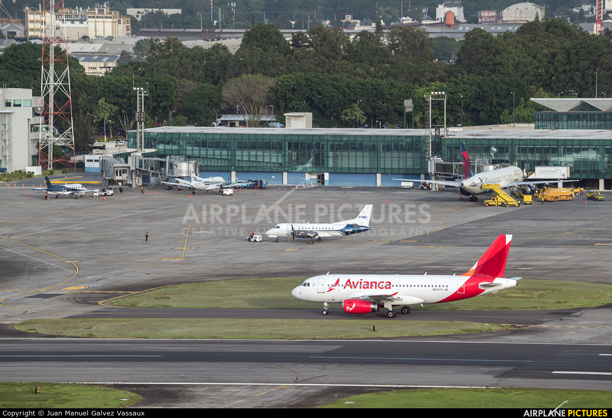 - Airport Overview - aircraft at Guatemala - La Aurora