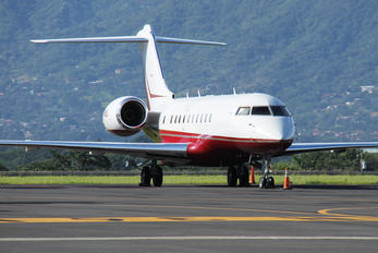 N85D - Private Bombardier BD-700 Global Express