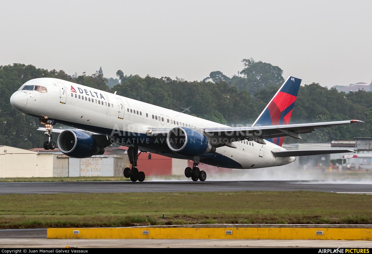 Delta Air Lines N678DL aircraft at Guatemala - La Aurora