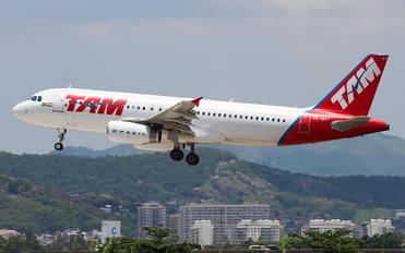 PR-MAY - TAM Airbus A320