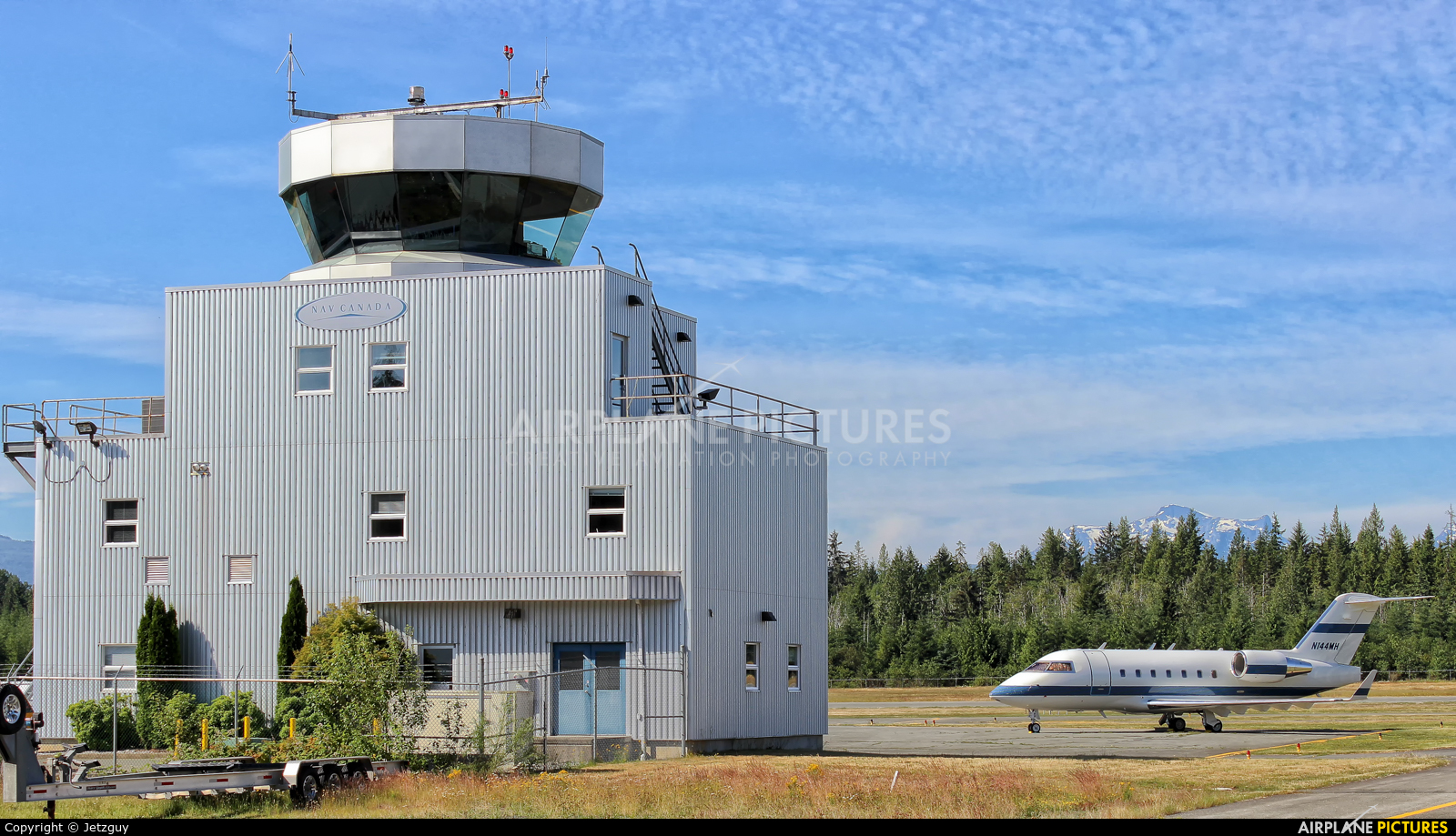 - Airport Overview - aircraft at Campbell River Airport