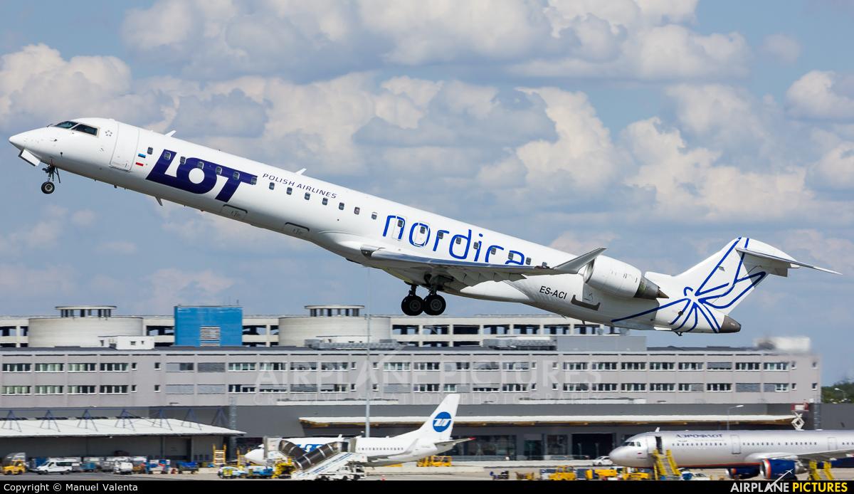 LOT - Polish Airlines ES-ACI aircraft at Vienna - Schwechat