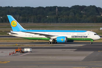 UK78702 - Uzbekistan Airways Boeing 787-8 Dreamliner