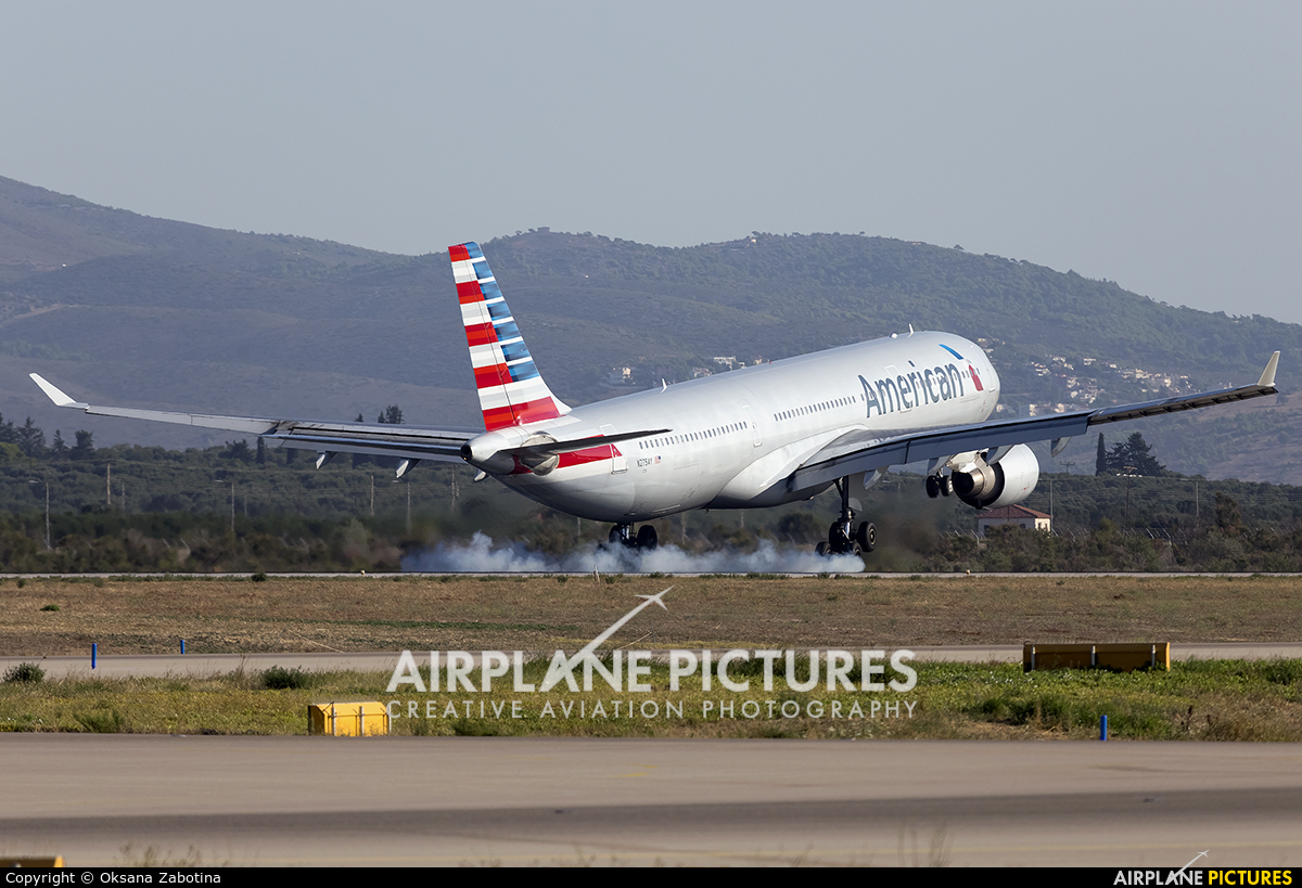 American Airlines N275AY aircraft at Athens - Eleftherios Venizelos