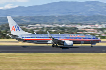 HP-1795PST - American Airlines Boeing 737-800