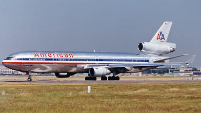 N1756 - American Airlines McDonnell Douglas MD-11