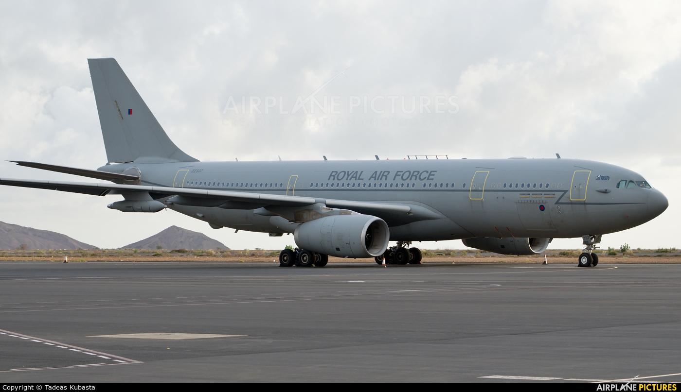 Royal Air Force ZZ337 aircraft at Amílcar Cabral International Airport