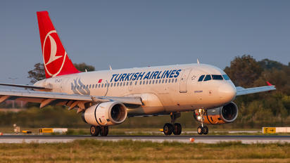 TC-JLY - Turkish Airlines Airbus A319