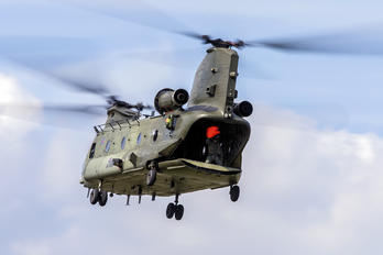 ZA670 - Royal Air Force Boeing Chinook HC.2