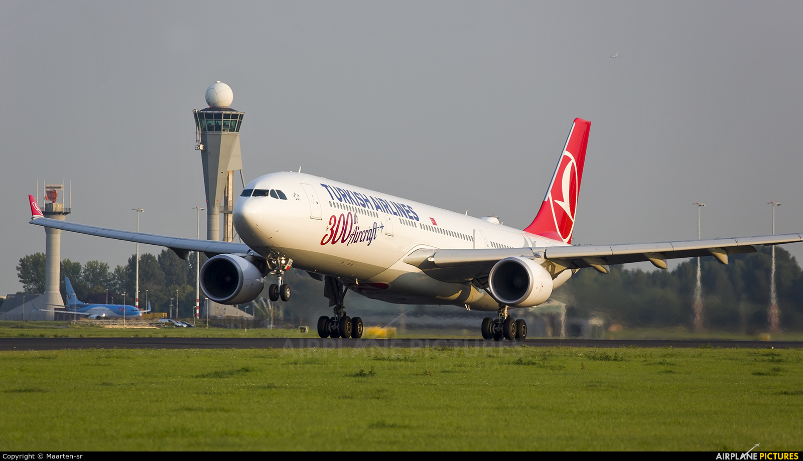 Turkish Airlines TC-LNC aircraft at Amsterdam - Schiphol