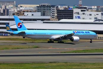HL7533 - Korean Air Boeing 777-300