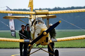 - - Private de Havilland DH. 82 Tiger Moth