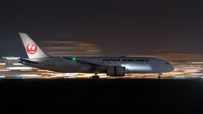 JA841J - JAL - Japan Airlines Boeing 787-8 Dreamliner