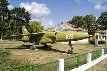 109 - Romania - Air Force IAR Industria Aeronautică Română IAR 93MB Vultur