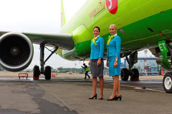- - S7 Airlines - Aviation Glamour - People, Pilot
