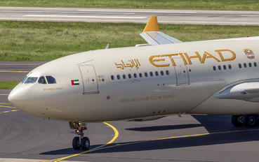 A6-EYK - Etihad Airways Airbus A330-200