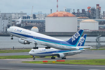 JA611A - ANA - All Nippon Airways Boeing 767-300
