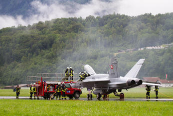 X-5099 - Switzerland - Air Force - Airport Overview - Military Personnel