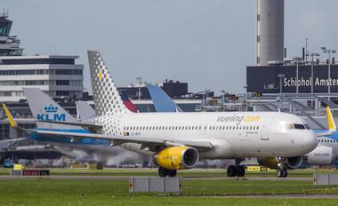 EC-MFM - Vueling Airlines Airbus A320