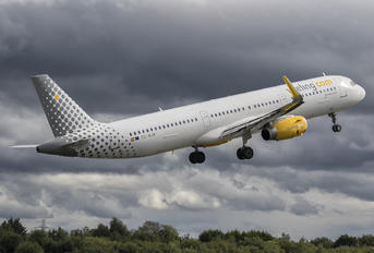 EC-MJR - Vueling Airlines Airbus A321
