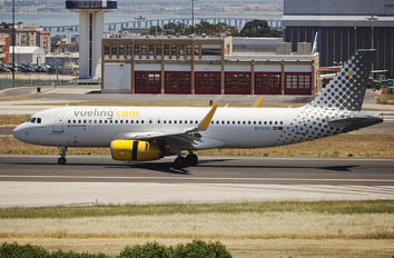 EC-LVV - Vueling Airlines Airbus A320