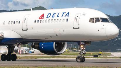 N900PC - Delta Air Lines Boeing 757-200