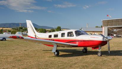 - - Private Piper PA-32 Saratoga